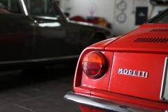 Moretti-850-Maserati-Quattroporte-behind