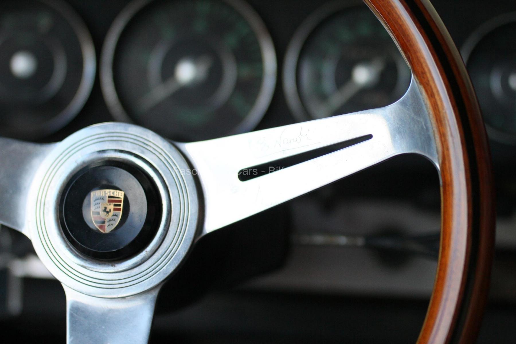 Porsceh-912-Steering-Wheel-wood-patina