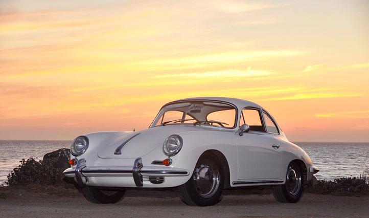 Porsche 356 vis Stilla Havets solnedgång
