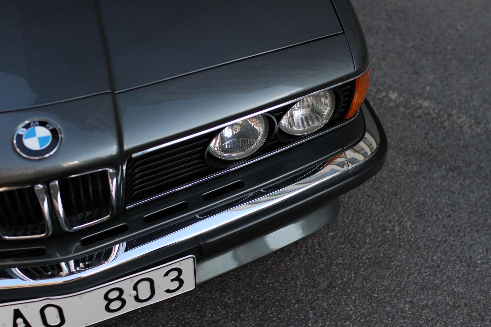 Närbild på strålkastare - BMW 635