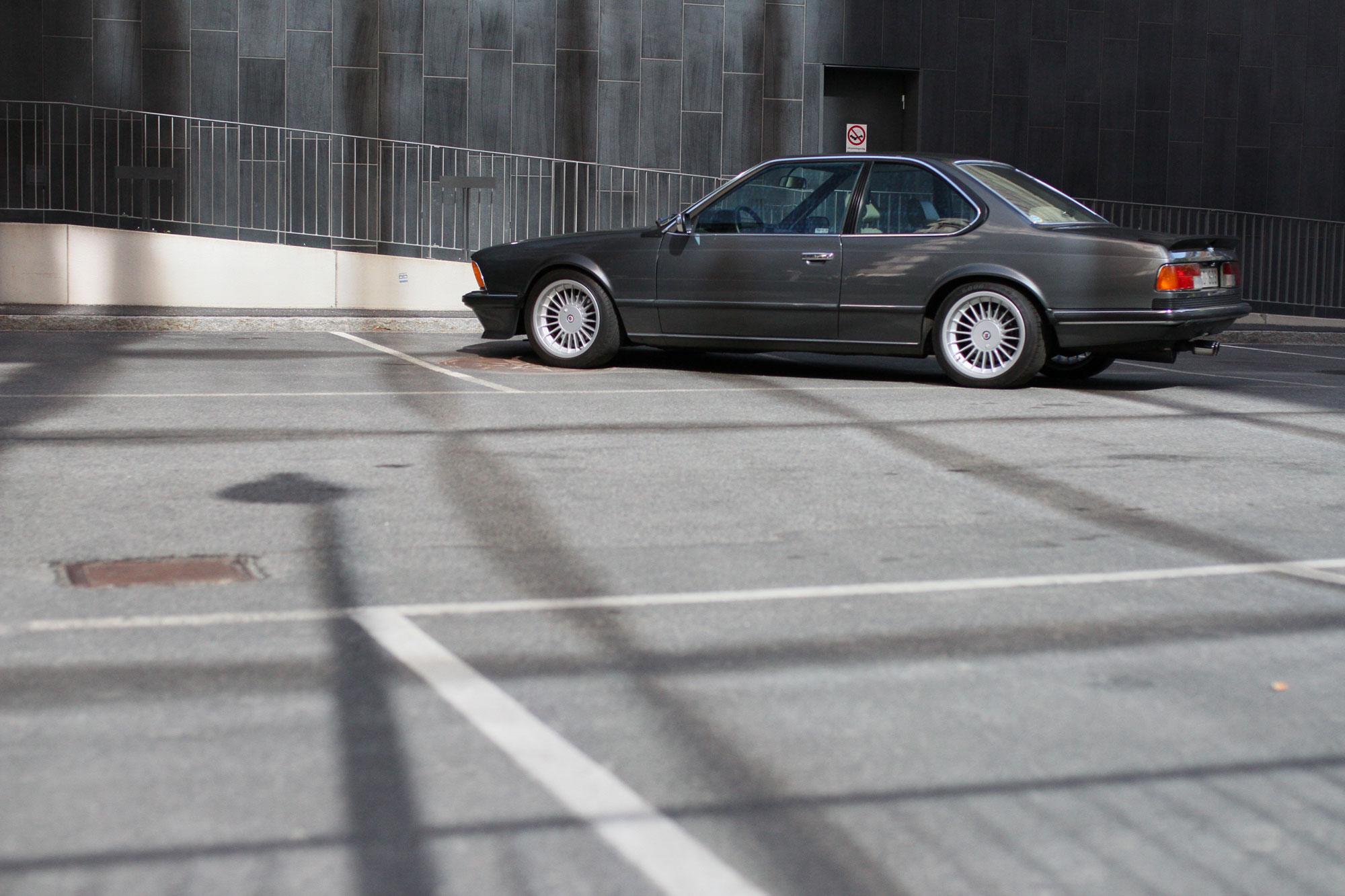 Profil bild av en klassisk 80 tals BMW