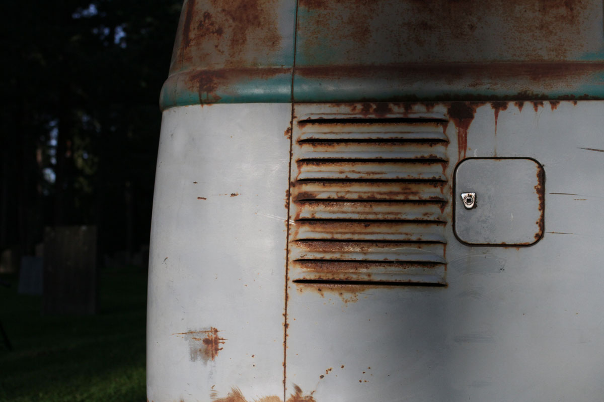 fuel lid on the back of the vw bus 1957