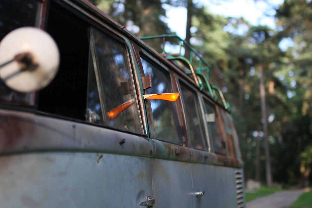 Turn arrow in a vw bus 1957