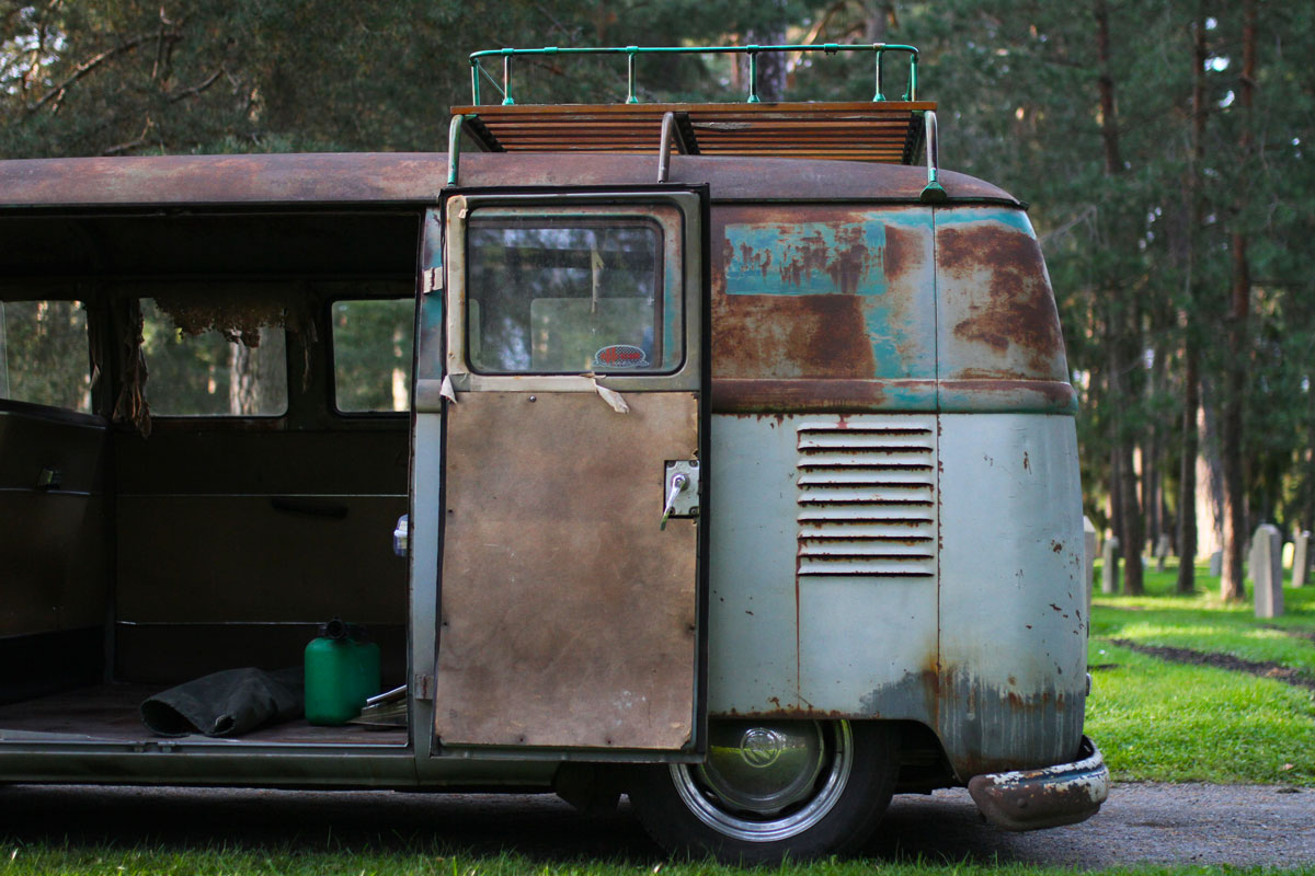 The rear end of PAtina vw bus 1957