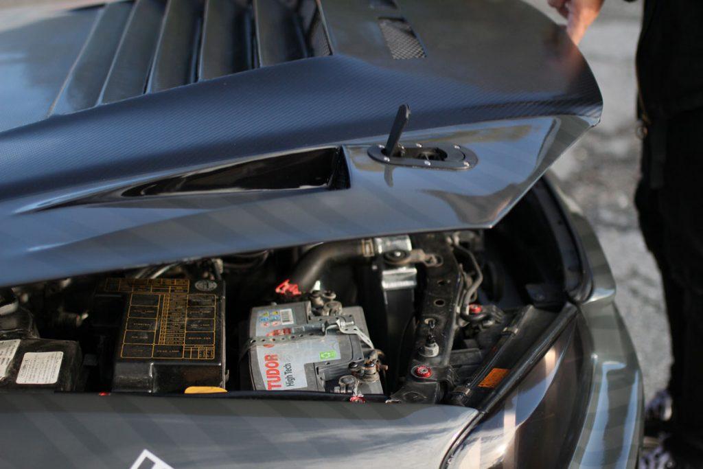 Nissan Skyline R34 hood open
