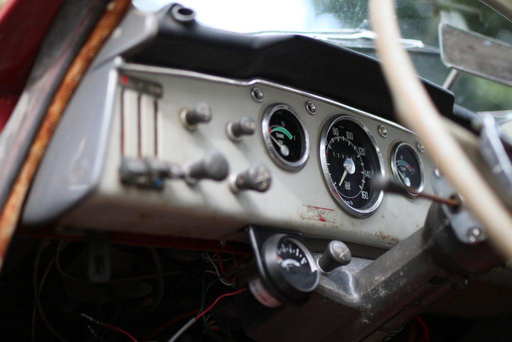 speedometer in a saab 96