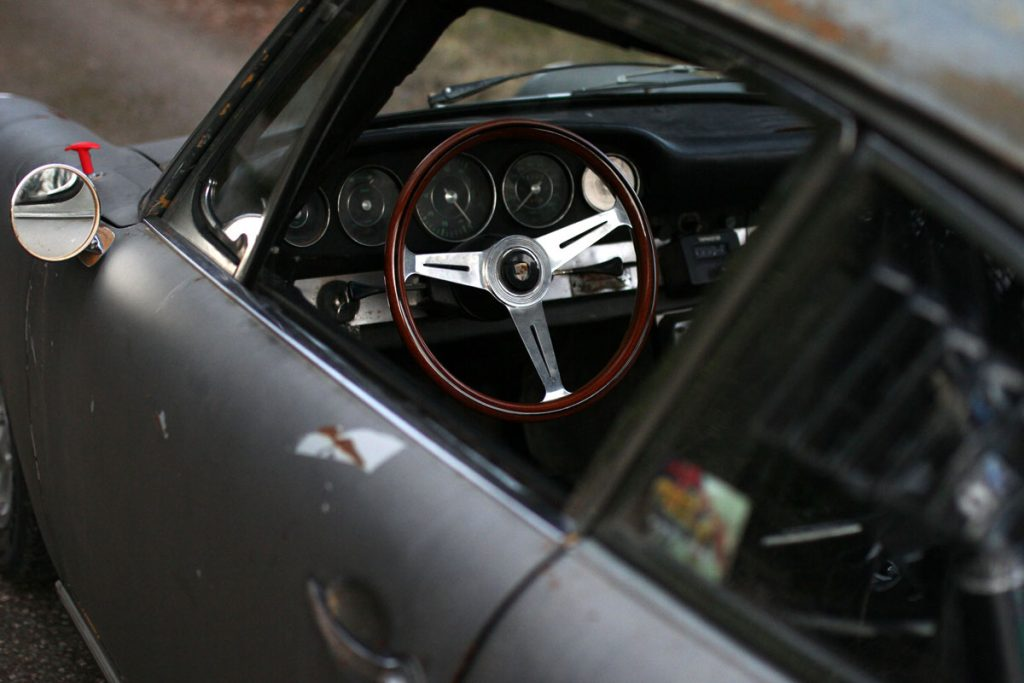 NArdi steering wheel in a Patina Porsche 912