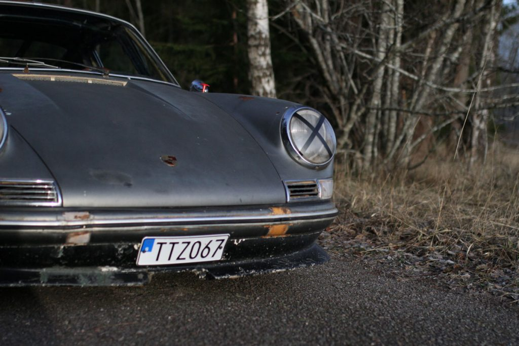 Left headlight with x on, on a PAtina Porsche 912