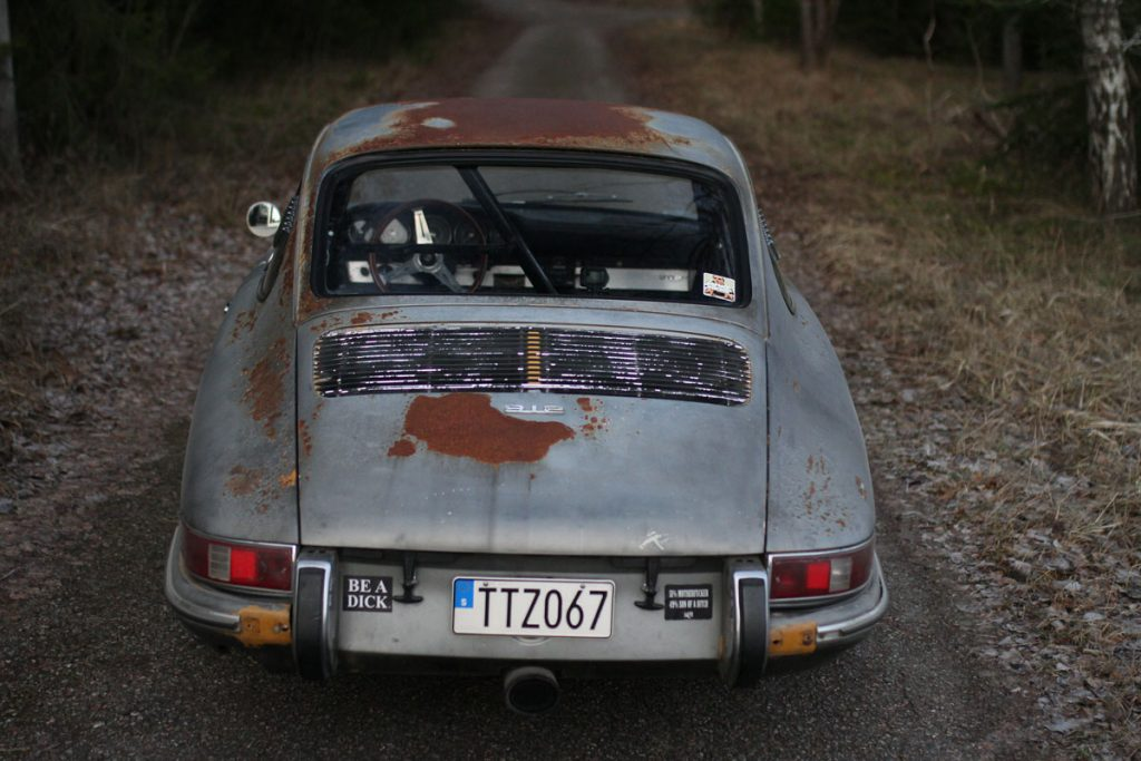 Porsche RUsty patina 912 from behind