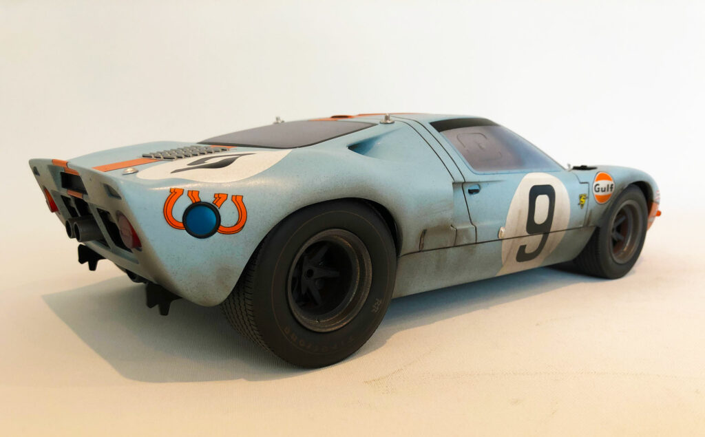 Ford-GT40-behind-CMR-model-LeMans-edition