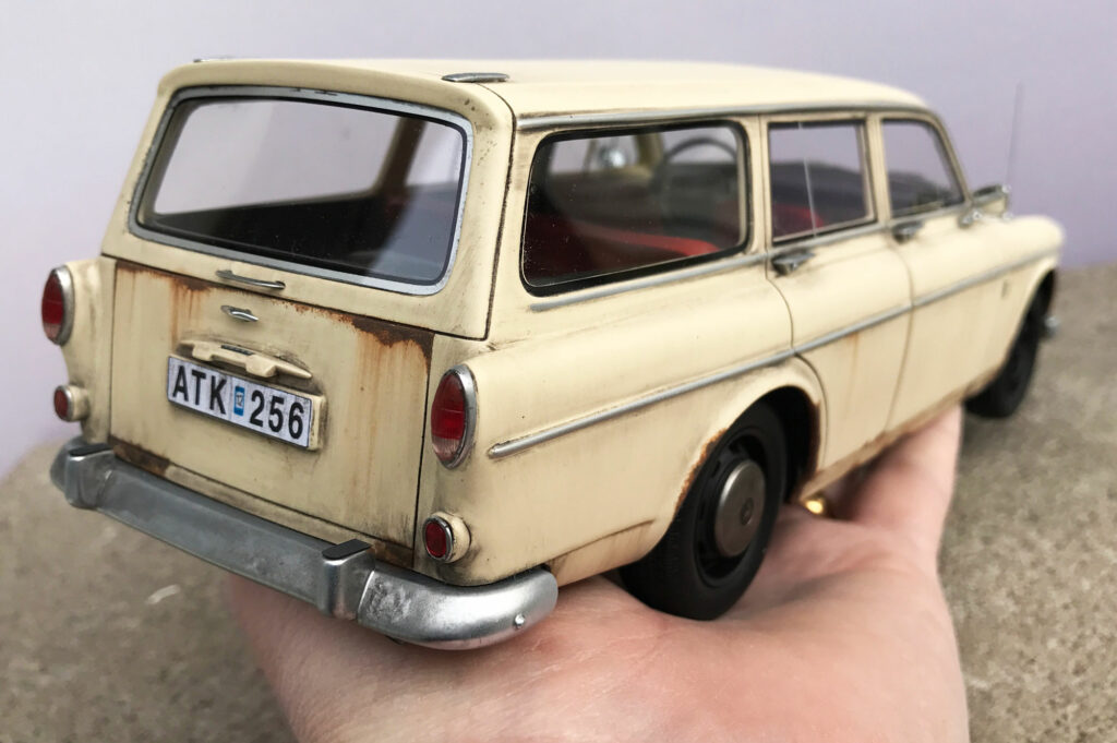 Volvo-Amazon-Stationwagon-BoS-Model-from-behind